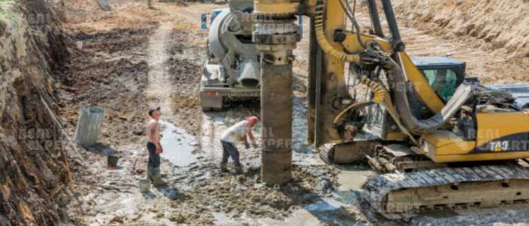 Капитальные работы на участке строительства дома